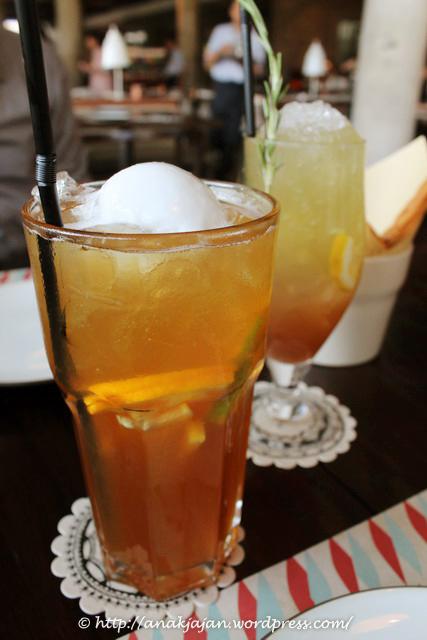 Lemon Iced Lavender Tea Cakes Recipe