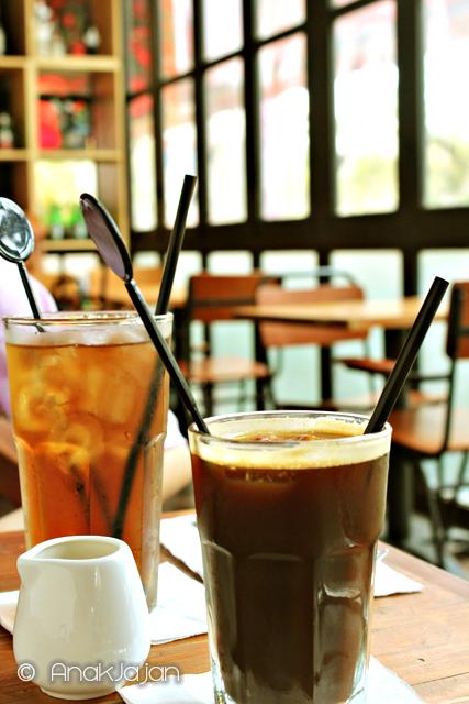 Americano Iced Coffee IDR 23k Iced Te IDR 18k