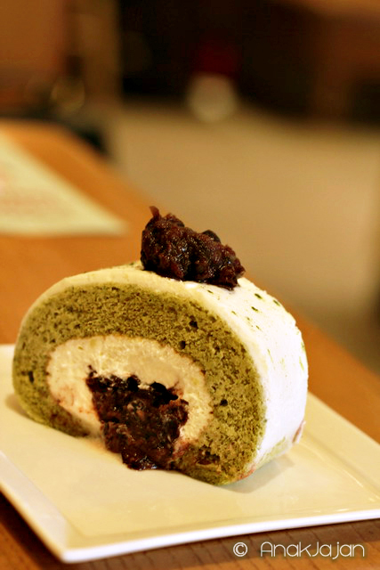 Matcha Cream Roll