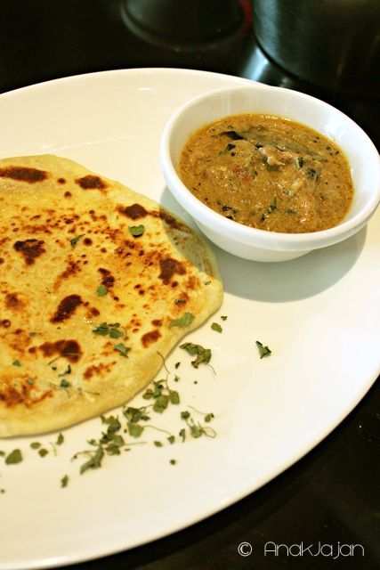 Methi Chicken Curry & Roti Prata