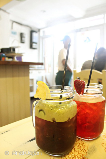 Red Spinach Juice IDR 27rb,  Strawberry Tea IDR 19rb