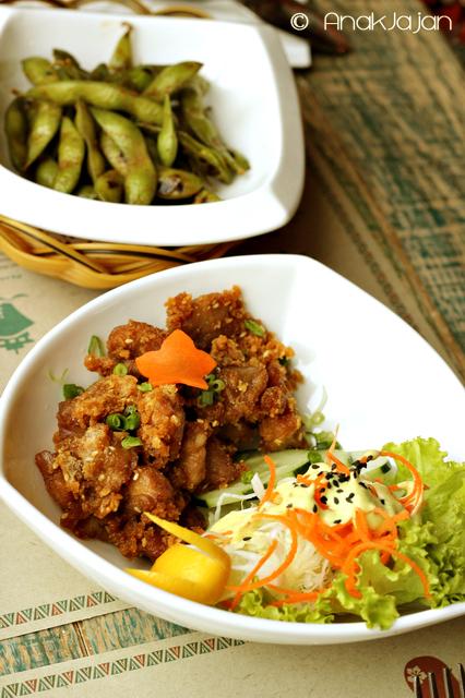 Hawaiian Edamame IDR 20K, Makaha Mochiko Chicken IDR 32K