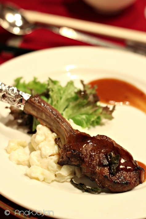 Lamb Chop with Golden Phoenix Tea IDR 88k ++