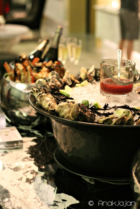 Oyster & Champagne every friday night