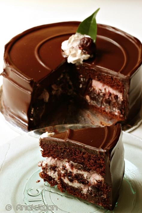 Black Forest Cake (Size S 16cm) IDR 235k