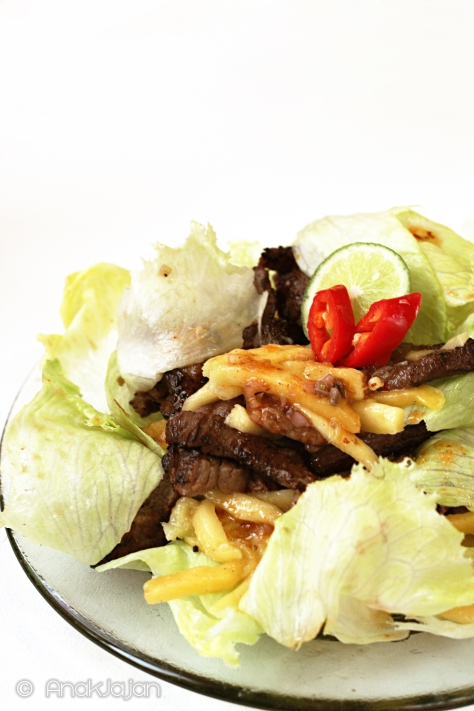 Grilled Beef Mango Salad