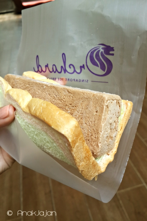 Chocolate Flavor dengan Rainbow Bread