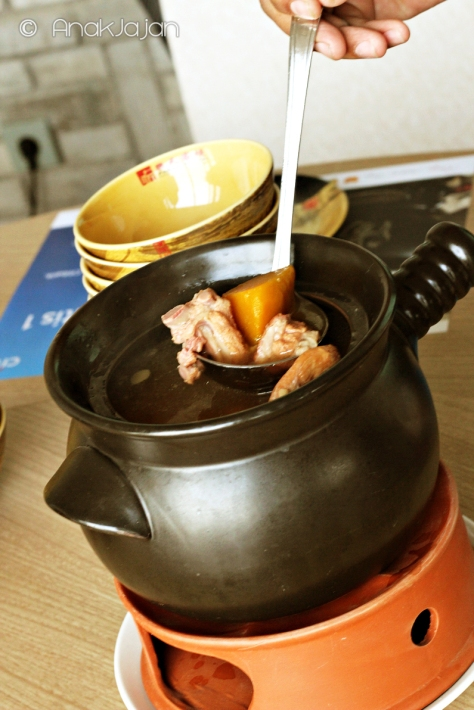 Double-boiled Spare Ribs w/ Pumpkin and Dried Oyster Soup IDR 158k /pot