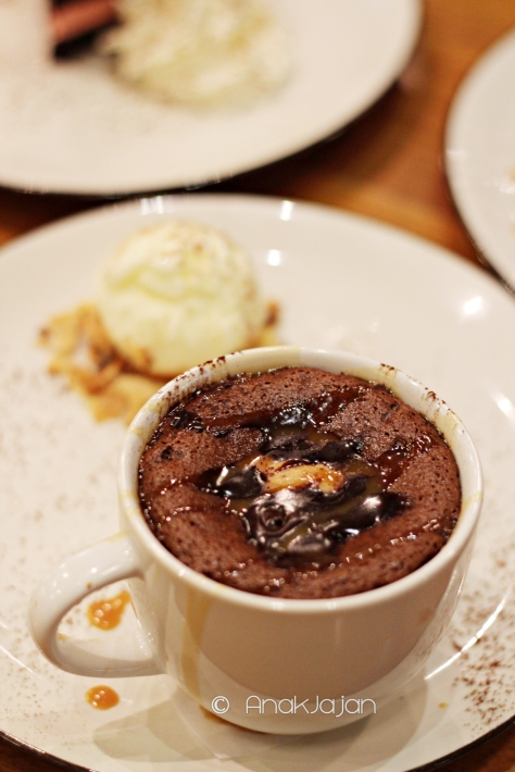 Chocolate Peanut Butter Lava Cake IDR 69k