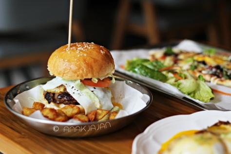 J- Town Burger IDR 65k