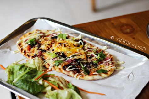 Breakfast Flatbread IDR 42k