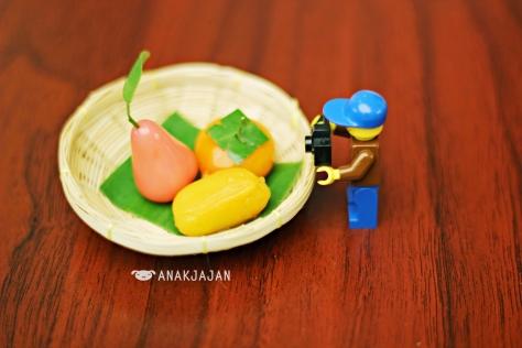 Mr. Lego Jajan with his Thai Dessert