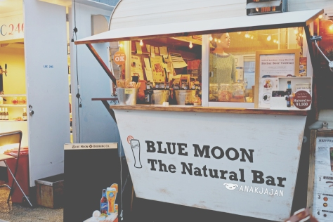 BLUE MOON – The Natural Bar