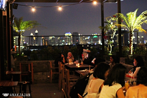 Night View at Lobbyn Kitchen & Bar - Sky Terrace