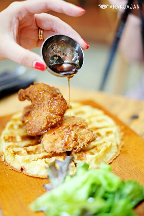 Fried Chicken & Waffle IDR 88k