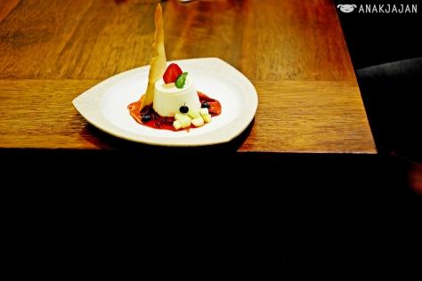 Pana Cotta & Berry Sauce IDR 58k