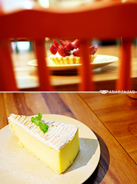 Strawberry Bloom Tart IDR 45k, New York Cheese Cake IDR 55k