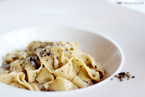Fettuccine with Black Truffle Sauce