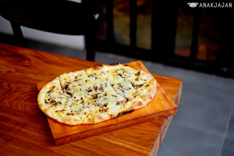 White Truffle Pizza IDR 85k
