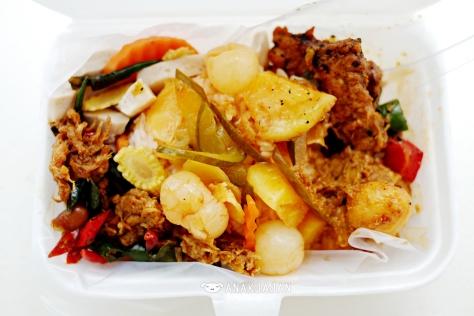 Mixed Rice with 5 side dishes IDR 15k - Pasar Ramai Medan Vegetarian Food