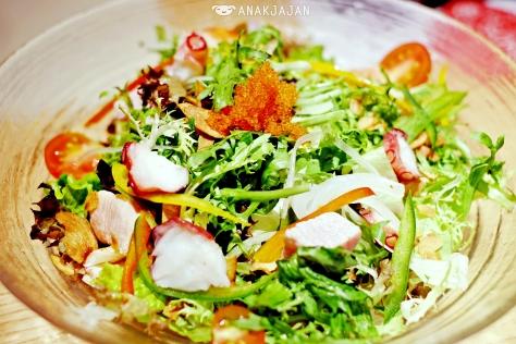 Kaisen Salad IDR 110k
