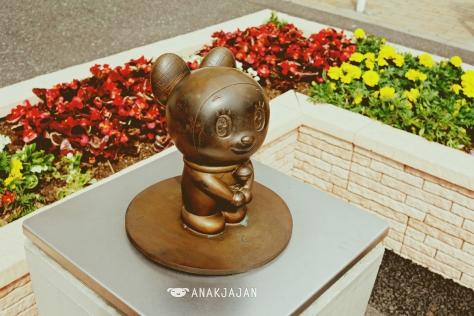 Dorami Statue in front of Noborito Station