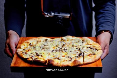 White Truffle Pizza IDR 85k