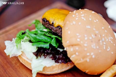 Branche Beef Burger IDR 95k