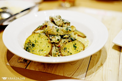 Peperoncino Basil with Potato and Chicken Sausahe IDR 55k