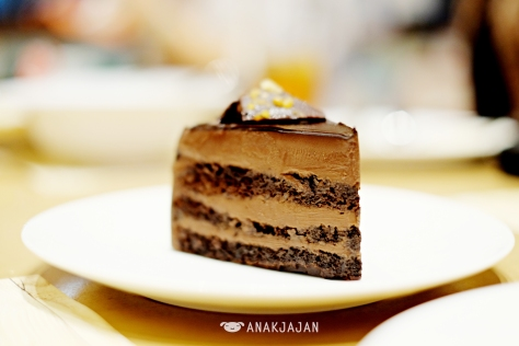 Hazelnut Dark Chocolate Cake IDR 42k