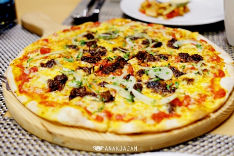 Rendang Pizza