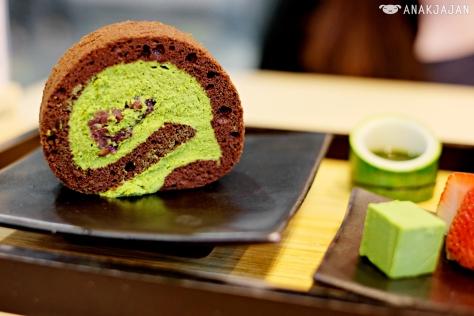 Chocolate Matcha roll cake