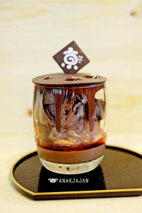 Chocolate Melt THB 159 (around IDR 58k)