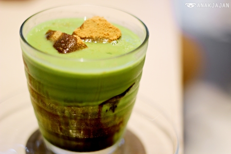 Bracken-starch Dumpling on Matcha Frappe 670 yen (1 yen = IDR 110)