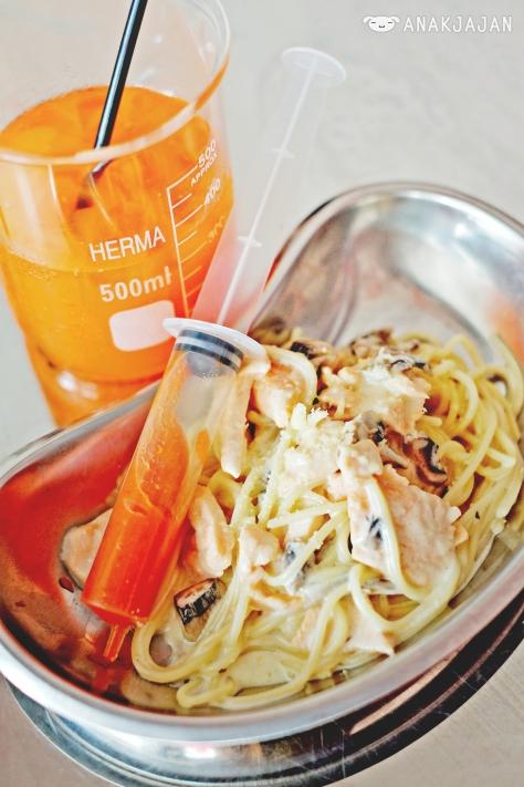Spaghetti Salmon and Mushroom IDR 52k