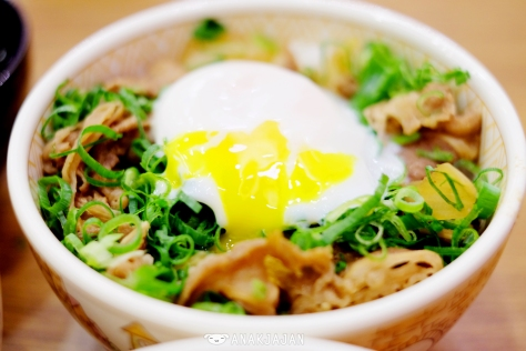 Spring Onion and Egg Beef Bowl IDR 34.5k