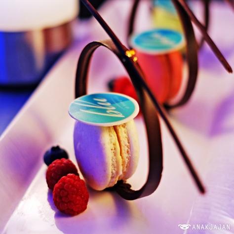 BLU Macarons