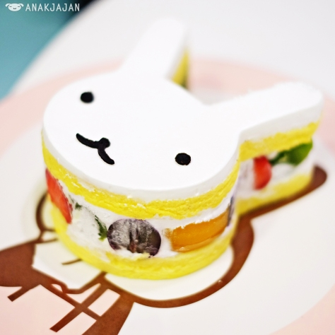 White Rabbit's Vanilla Fruit Cake IDR 55k