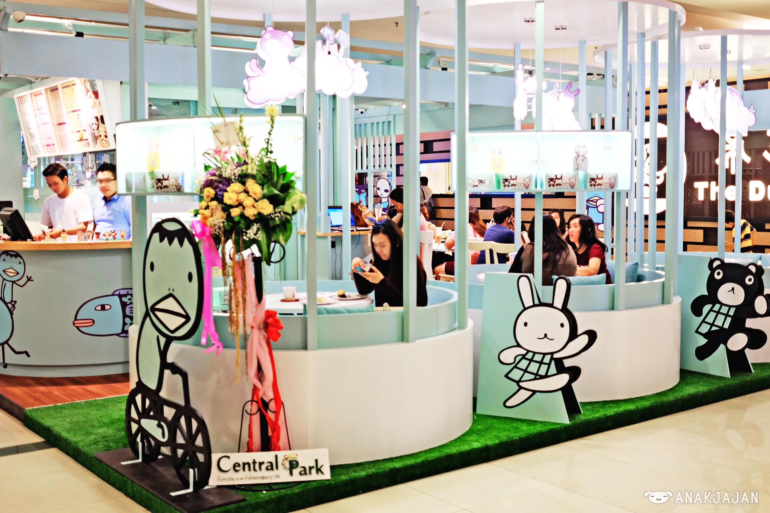 The cafe is located on the 1st floor of central park mall near tous le jours hongkong cafe and duck king the interior itself is simple yet fun with baby