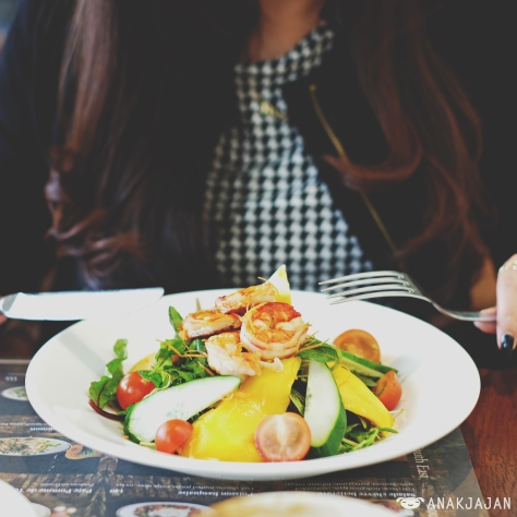 Salade Crevettes Mangue IDR 100k