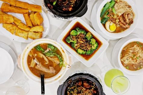 Mee Sua with Sliced Pork IDR 29k, Plain Mee Sua IDR 15k,  Fried Dough (Cakwe) IDR 12k, Broccoli with Mushroom IDR 28k