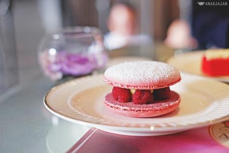 Macaron Raspberry Sandwich IDR 40k