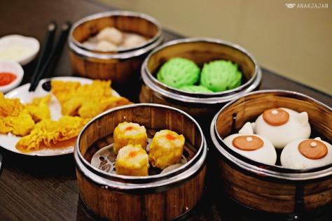 Shao May IDR 16.8k, Durian Bun IDR 15.8k, Deep Fried Wonton IDR 18,8k, Teapot Bun with Taro IDR 14.8k and Shrimp Hakau IDR 18.8k