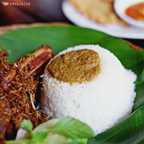 Nasi Putih IDR 4.5k