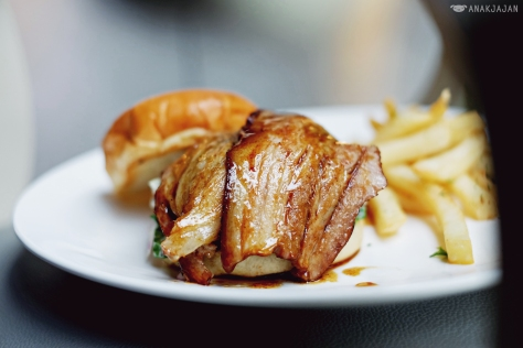 Kakuni Pork Belly Burger IDR 138k