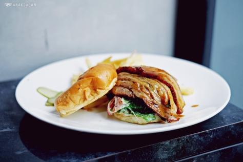 Kakuni Pork Belly Burger IDR 138k
