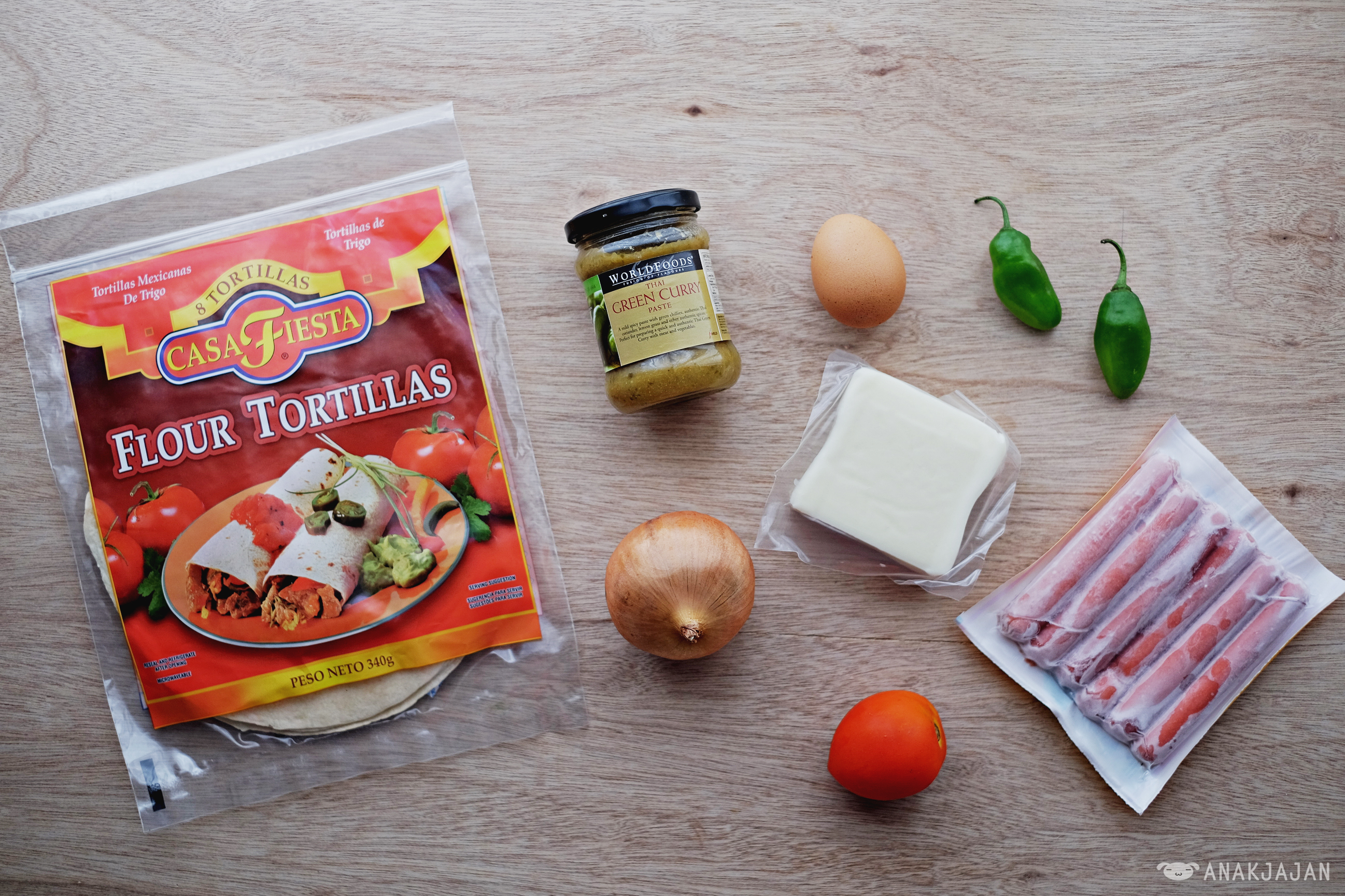 Recipe Easy Tortilla Pizza Durian Cup 75gr Mozarella Cheese Grated 3 Tbspn Worldfoods Thai Green Curry Paste 1 Tomato 2 Jalapeno Chili 30 Gr Onion Sliced 60 Sausage