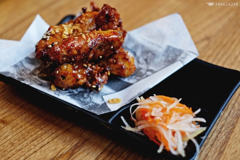 Crispy Chicken Wings Caramelized Roasted Onion-Flavored Fish Sauce, Sesame Seeds, Pickles IDR 35k