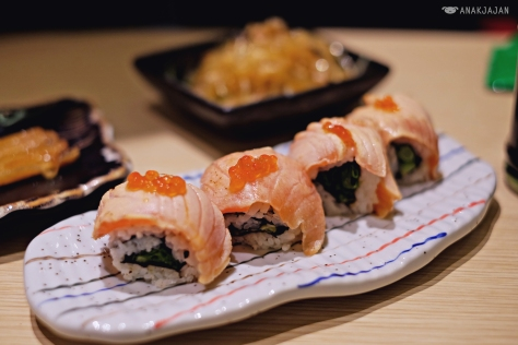 Roasted Salmon Roll IDR 38k/ 2 rolls