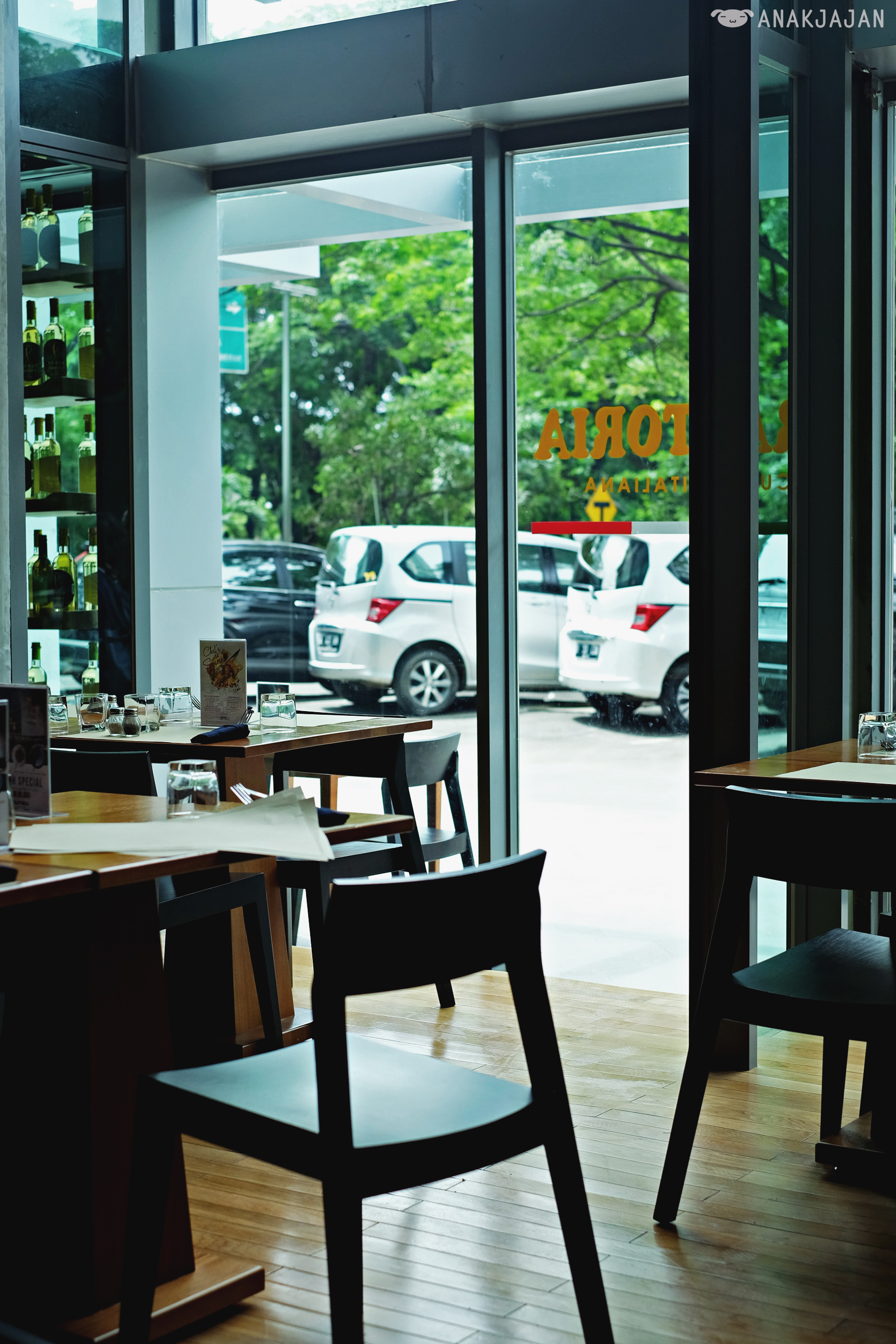 Trattoria cucina italiana st moritz lippo mall puri for Cucina italiana